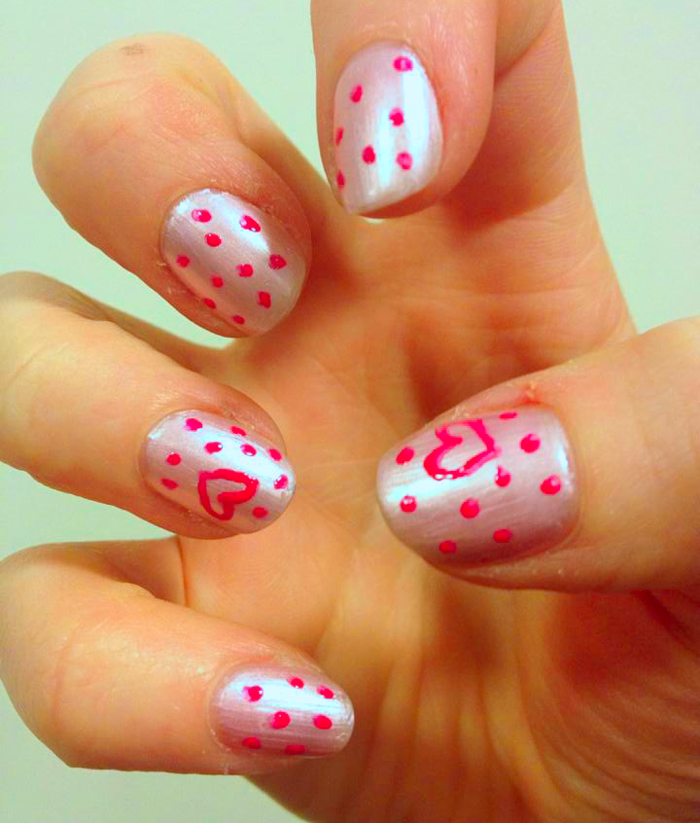 nails with heart and dots