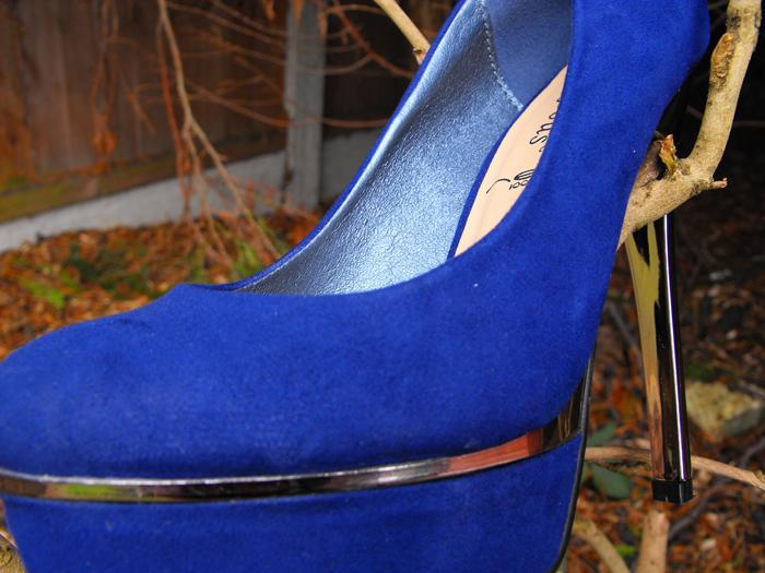 blue shoes zoom