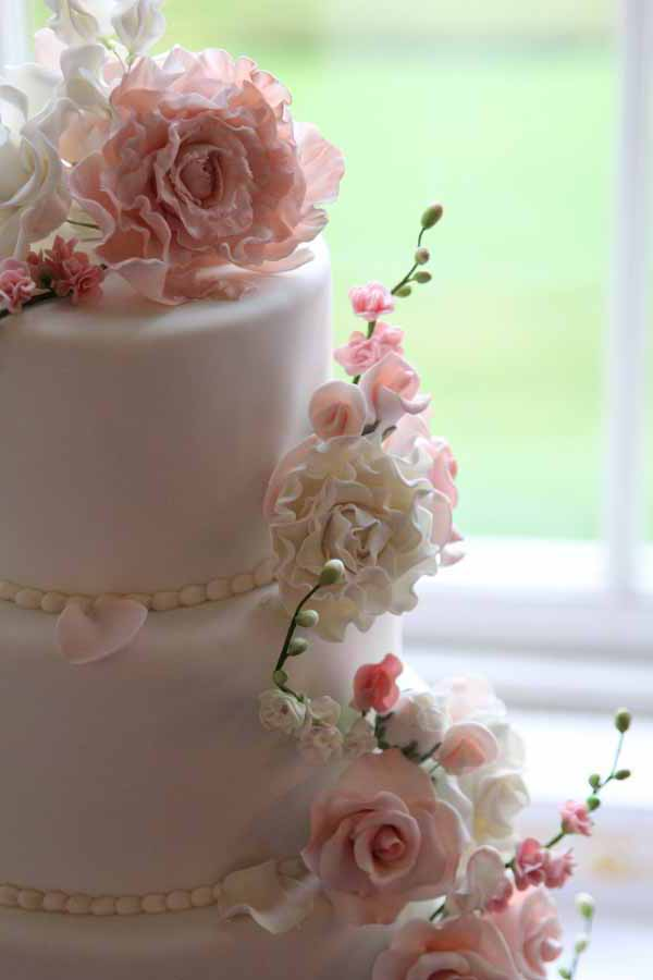 details of flowers on wedding cake pink and whiite