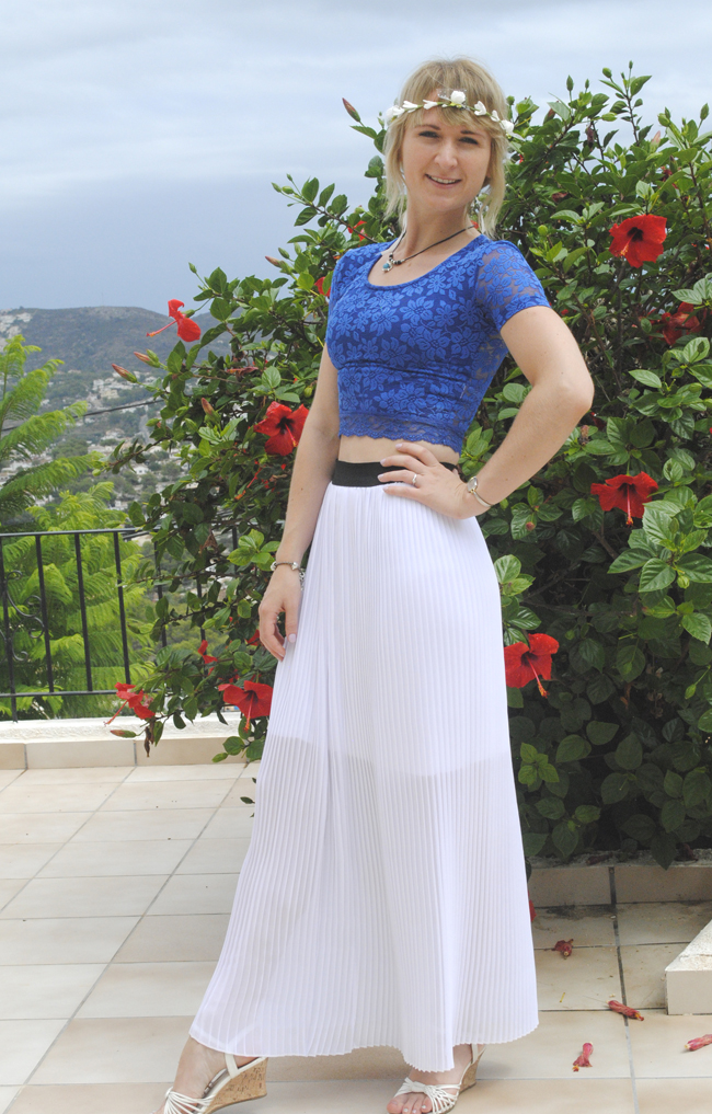black white maxi skirt and blue crop top topshop