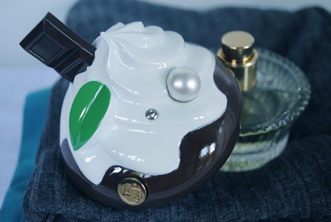 close up photography fashion home perfume