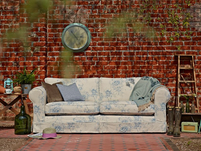 Jessica modern Sofa floral pattern white blue brick wallpaper interiors