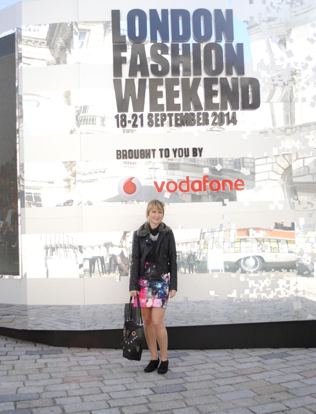 LFWEND statement black patterned outfit
