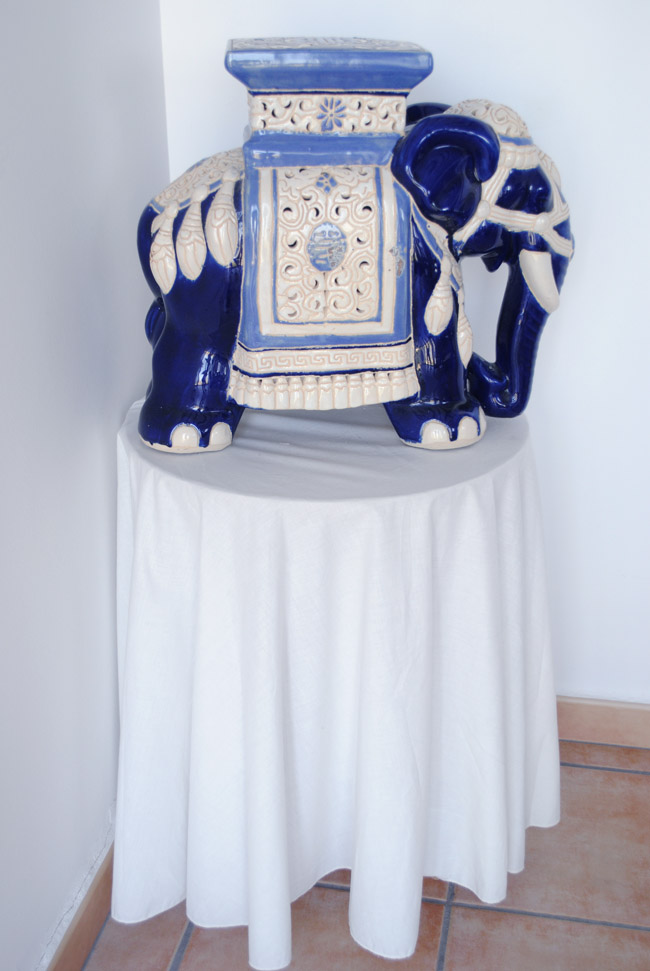 oriental interior design room ideas white blue elephant statue decoration