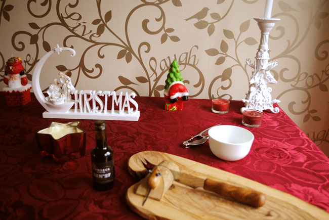 Christmas table decoration red cover festive look