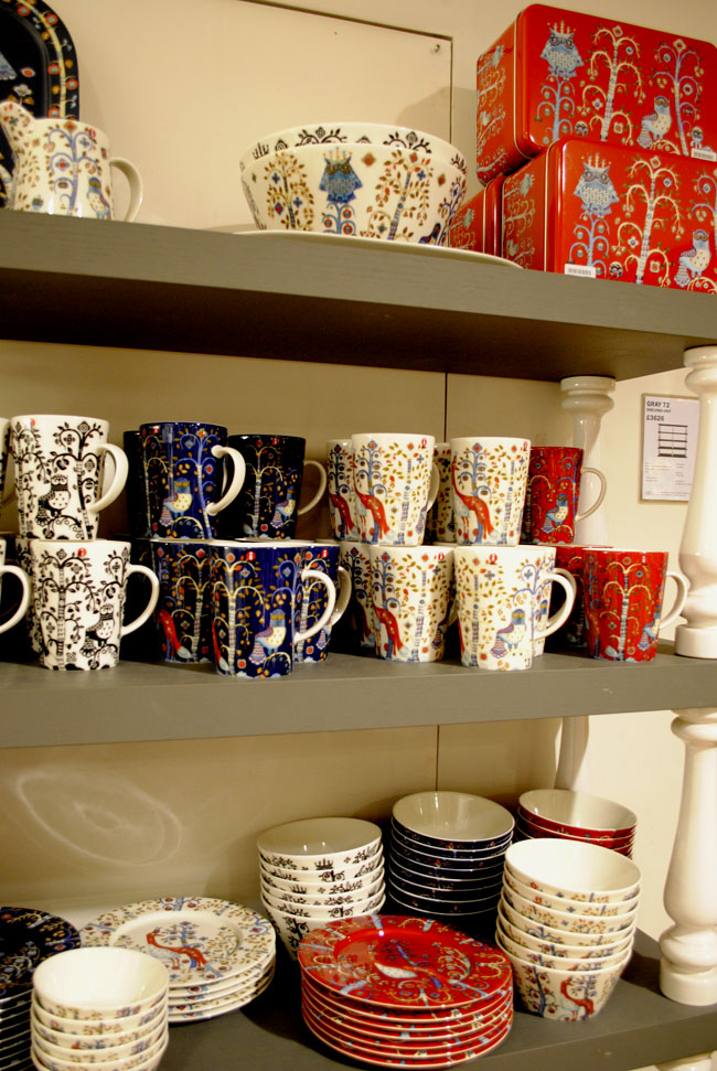 themed crockery cups in aria white red blue
