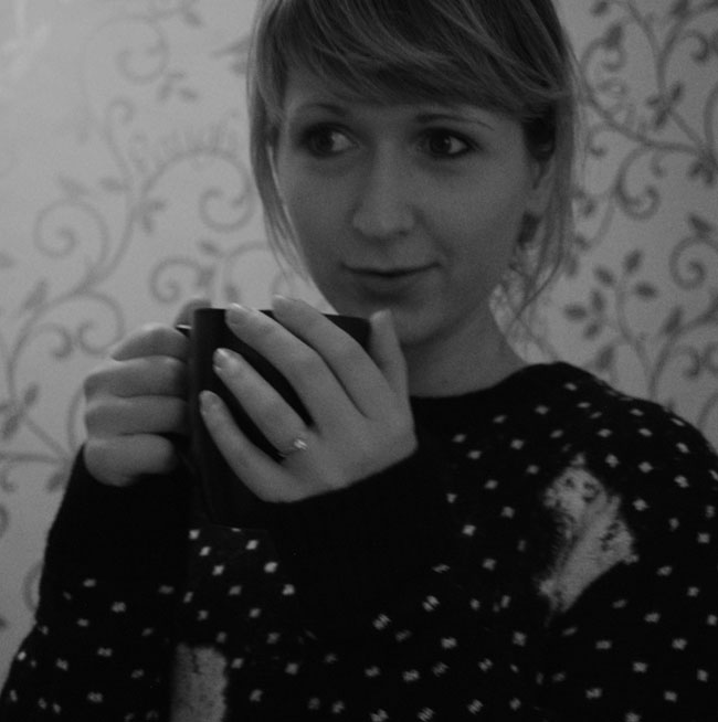 alina isaev drinking tea polar bear jumper