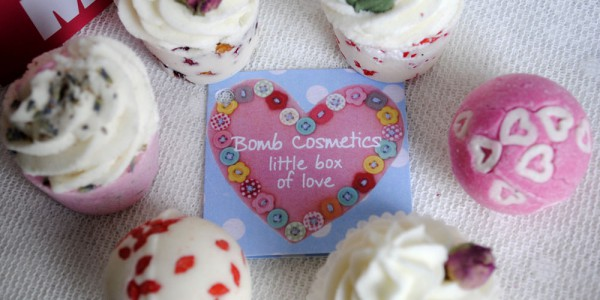 Bomb cosmetics beauty bath little box of love gift