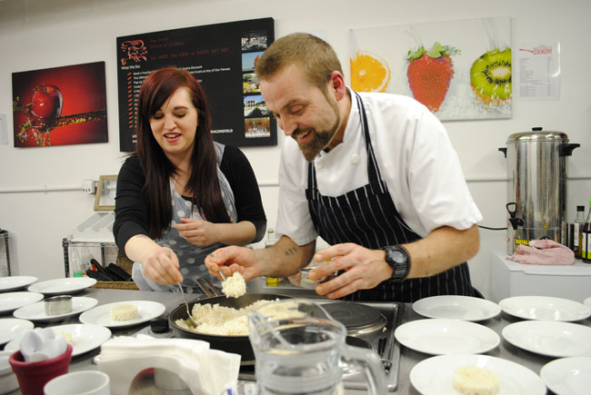 class teaching lifestyle and food bloggers smart school of cooking