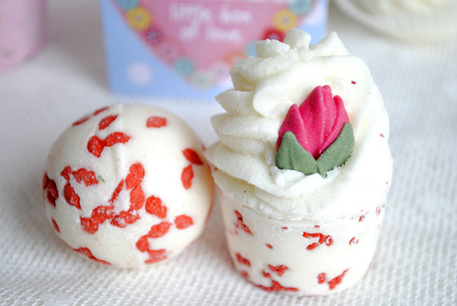 rose bath bomb flavoured and scented silky