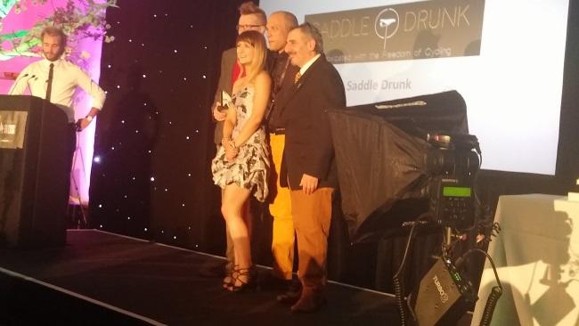 SaddleDrunk winner of best company lifestyle blog on stage with judge alina ukba15