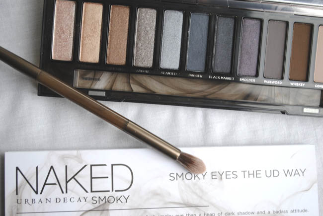Naked Smokey palette colours and brush accessories