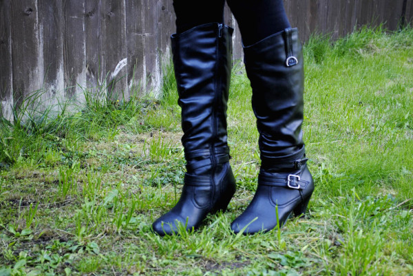 knee high boots with buckle