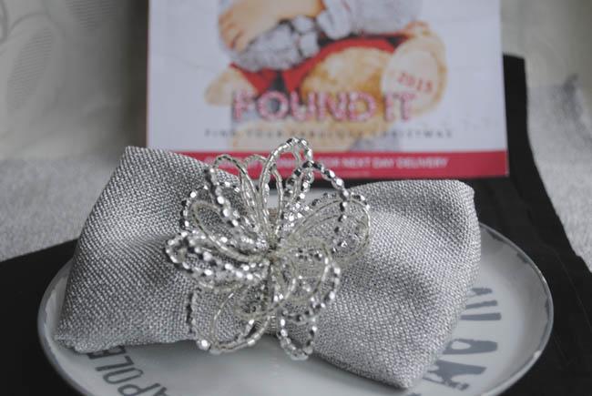 christmas table ideas folding napkins bow