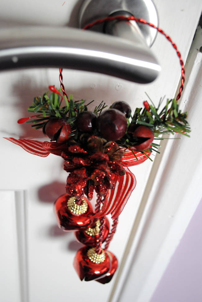 mistletoe traditional red and green door handle decor