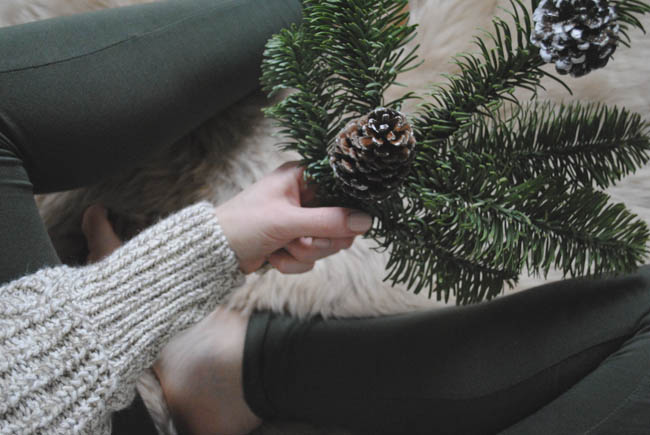 decorating ideas with xmas pinecones and christmas twigs