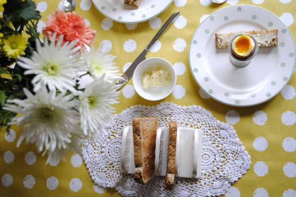 eggs and soldiers for mothers day breakfast dinner table styling ideas