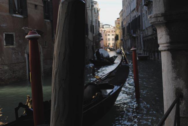 gondola italy venice romantic city travel blog