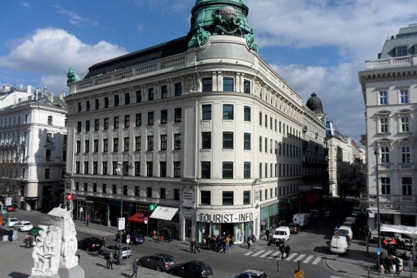 Tourist Vienna Architecture city travel blogger buildings urbanity