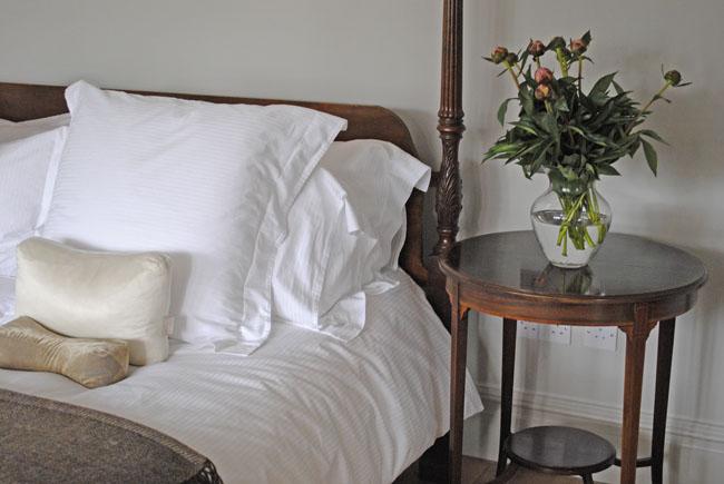 white rustic bedroom ideas