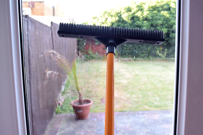 rubber wonderbroom window cleaning summer tips