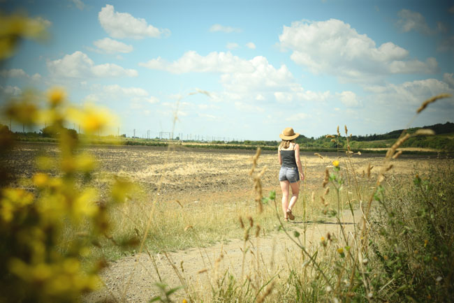 country photography lifestyle walking girl alina ghost
