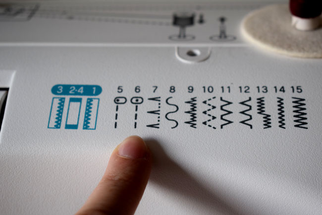 straight line on sewing machine how to