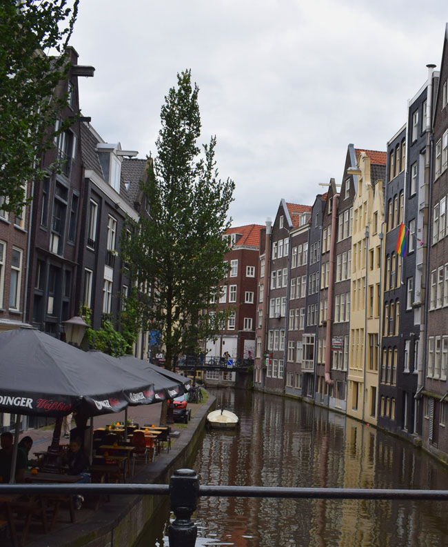 amsterdam-canals-wonky-buildings