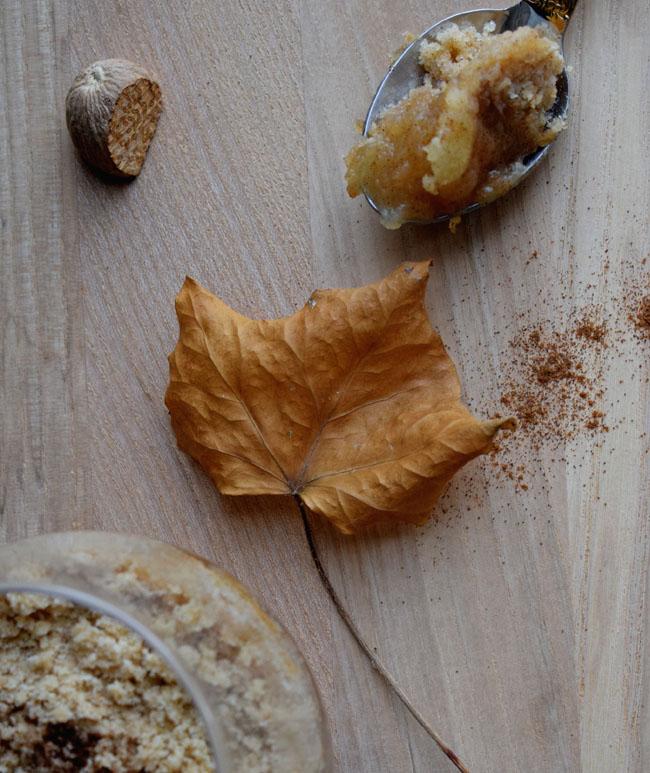 autumn-apple-crumble-in-a-mug-recipe