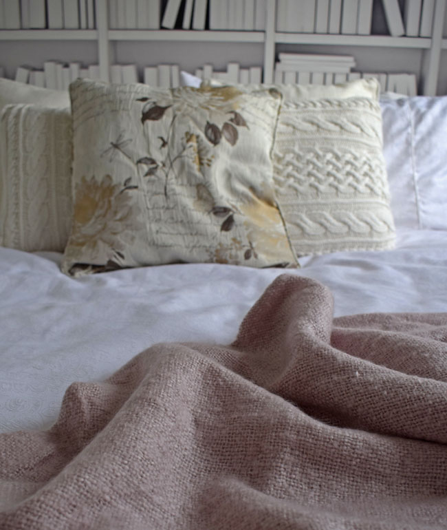bedroom-pale-pink-throw-and-patterned-knitted-cushions-bedroom