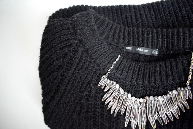 black-jumper-knit-and-statement-feather-metal-necklace