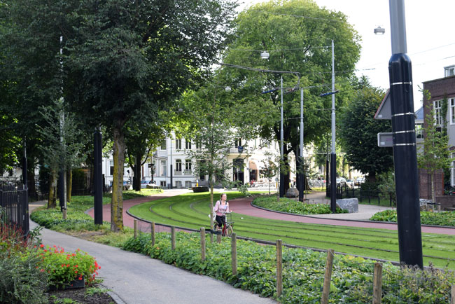 cycling-infastructure-amsterdam-city-living