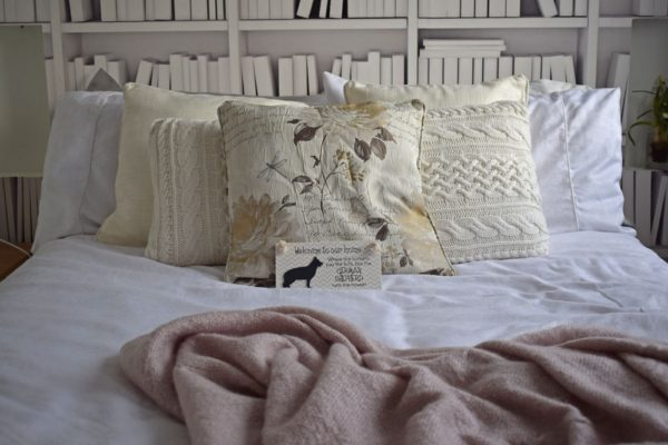 neutral-white-bedroom-ideas-and-interior-styling-inspiration-blog