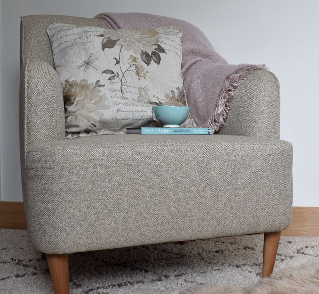 pink-and-beige-armchair-styling-idea-decorating