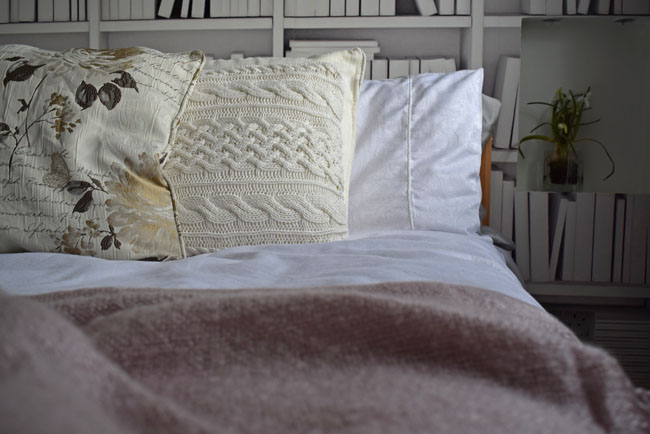 scatter-cushions-bedroom-spread-detail-inspo-styling