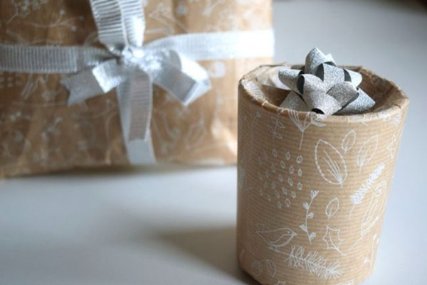 diy-christmas-wrapping-round-present