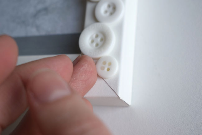 diy-frame-idea-glue-buttons-cute-winter-wonderland
