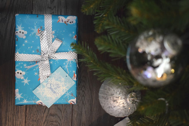 frozen-wrapping-paper-gift-ideas-charity