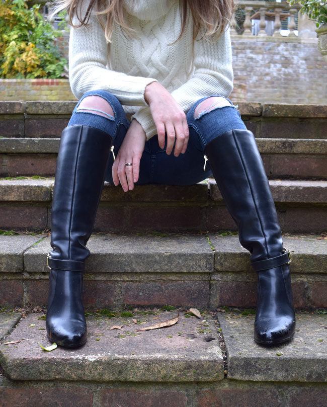 knee-high-boots-knitwear-white-jumper