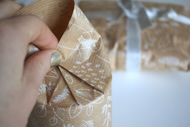 pleating-in-the-round-wrapping-gifts-ideas