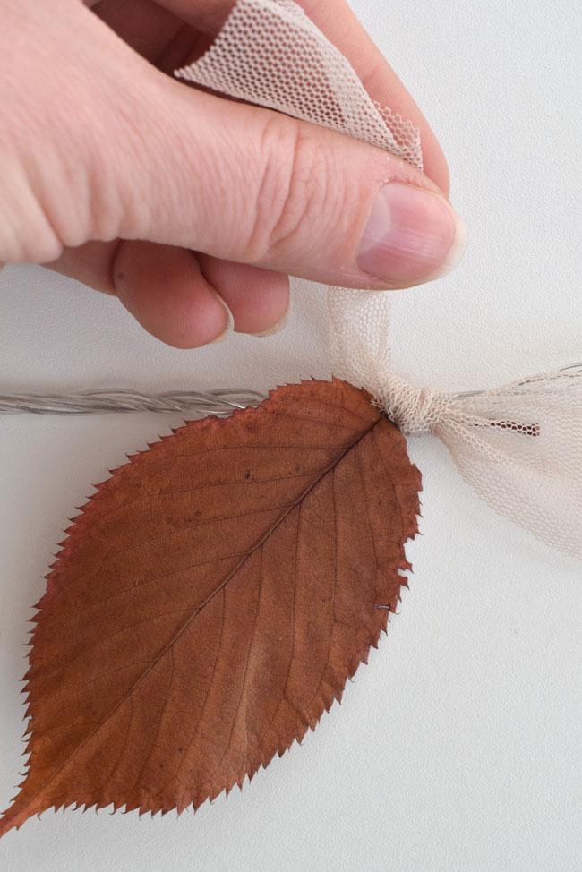 tying-autumn-leaf-to-fairy-lights-diy-ideas-decorating