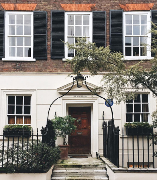 brown-front-door-the-old-house-city-by-francesmehardie-instagram