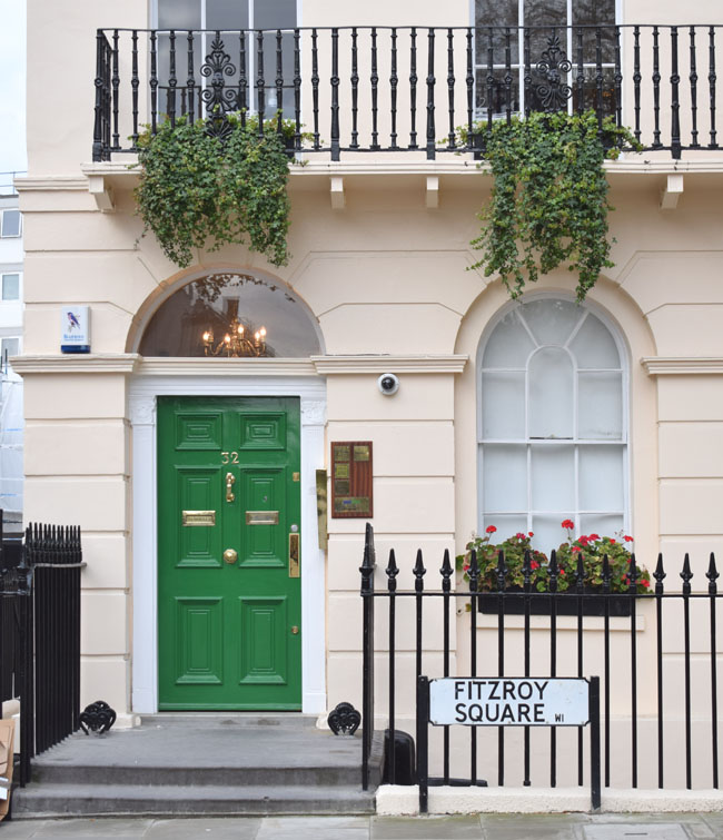 green-front-door-alina-ghost-blogger-city-london-fitzroy-square