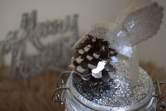himmingbird-pinecone-topper-festive-jar-ideas
