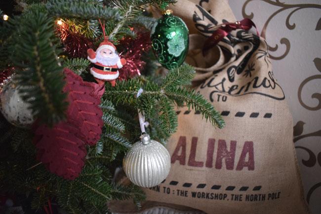 tartan-theme-and-christmas-sack-presents-gifts