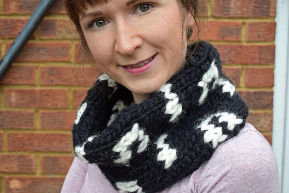 Musical Notes Snood Knitting Pattern